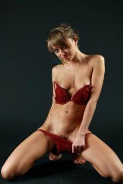 Девушка ищет страстный секс с выносливыми мужчинами в Бийске